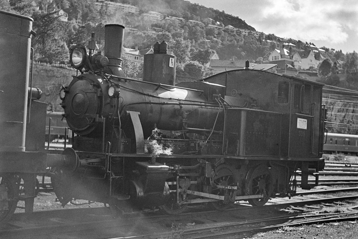 Damplokomotiv type 25b nr. 339 i skiftetjeneste i Bergen.