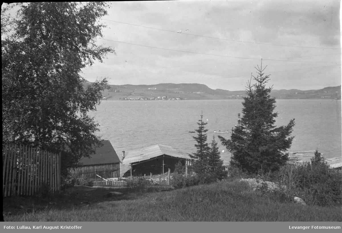 Landskap ved fjorden , men utsikt mot Hylla på Inderøya.
