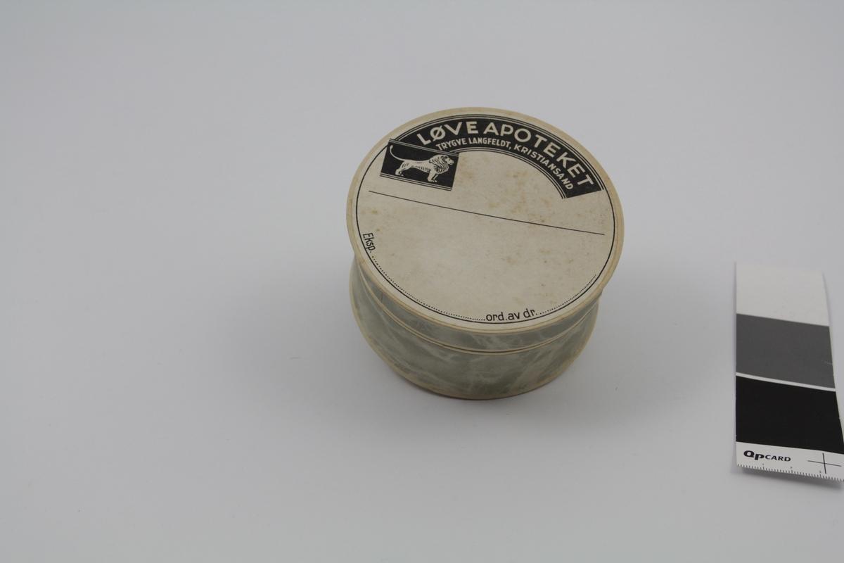 Rund pilleeske med lokk, 2 stk. Brukt til piller og dosert pulver på apotek.