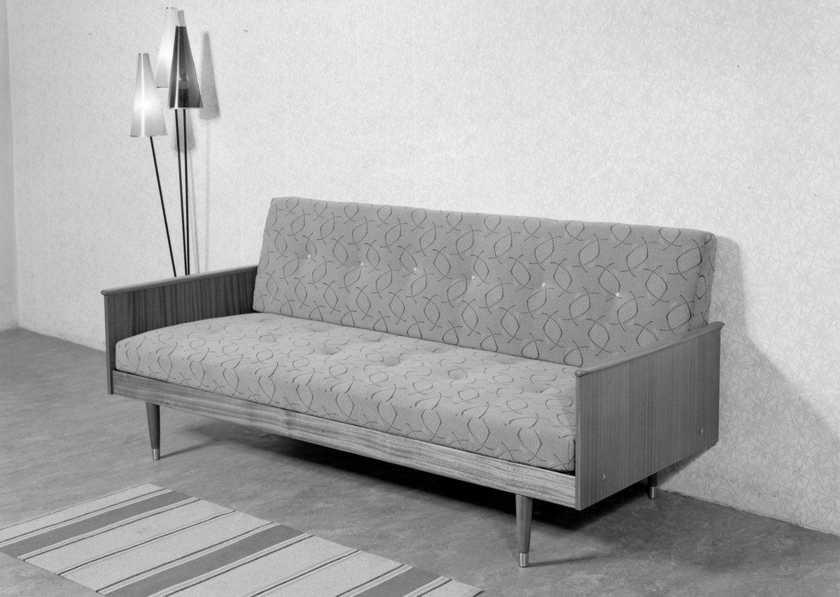 Oppsiktsvekkende Kombinasjonsmøbel. Sofa, seng og bord i ett. - Stiftinga Sunnmøre CQ-43