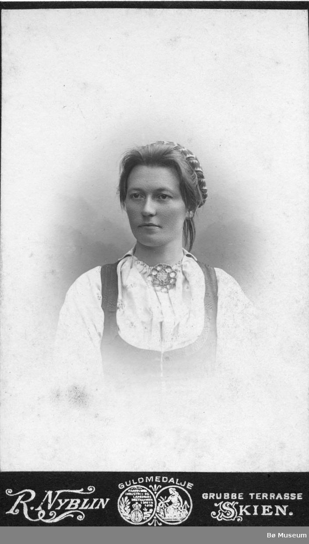 Portrett av Margit Grivi