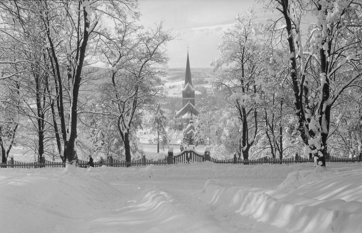 Vinterbilde med Lillehammer kirke.