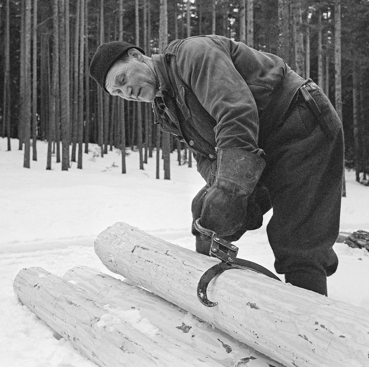 Bilde viser tømmerkjøreren Johan Rasch (1916-2009). (Foto/Photo)