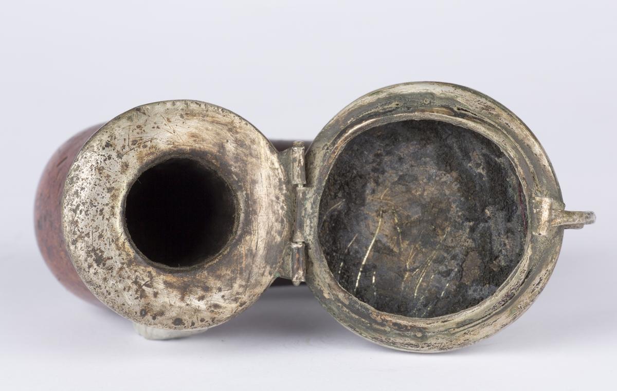 Pipehode med lokk, antatt sølv.
