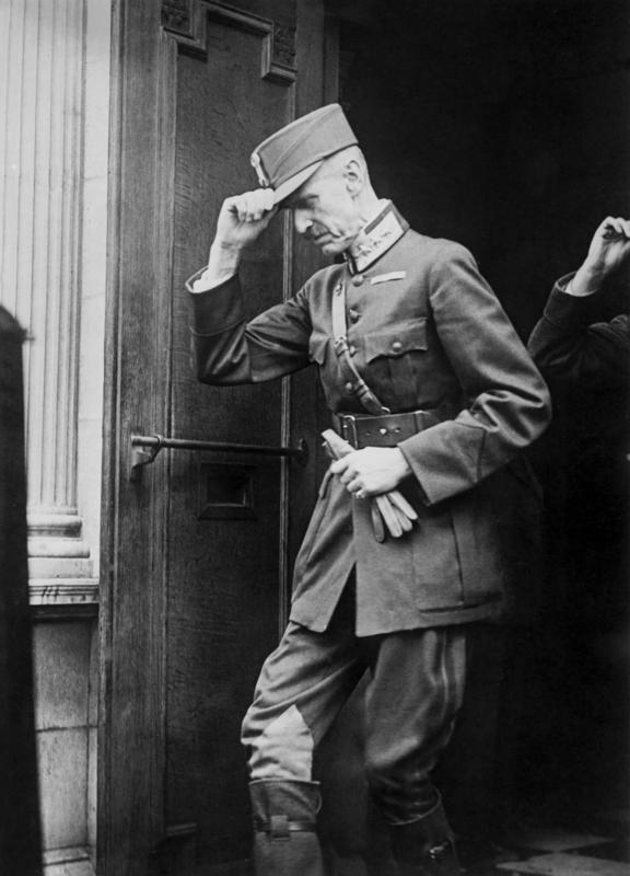 Kong Haakon utenfor sjømannskirka i London 23. juni 1940. Foto: Ukjent/De kongelige samlinger.