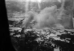 Heinkel bombefly angriper Elverum. Fotograf ukjent/Wing Leader LTD.