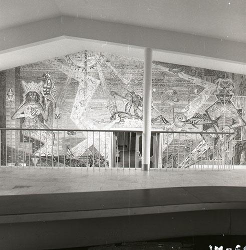 Badhuset i Hudiksvall med en mosaikvägg av Gösta Bohm, 1960.