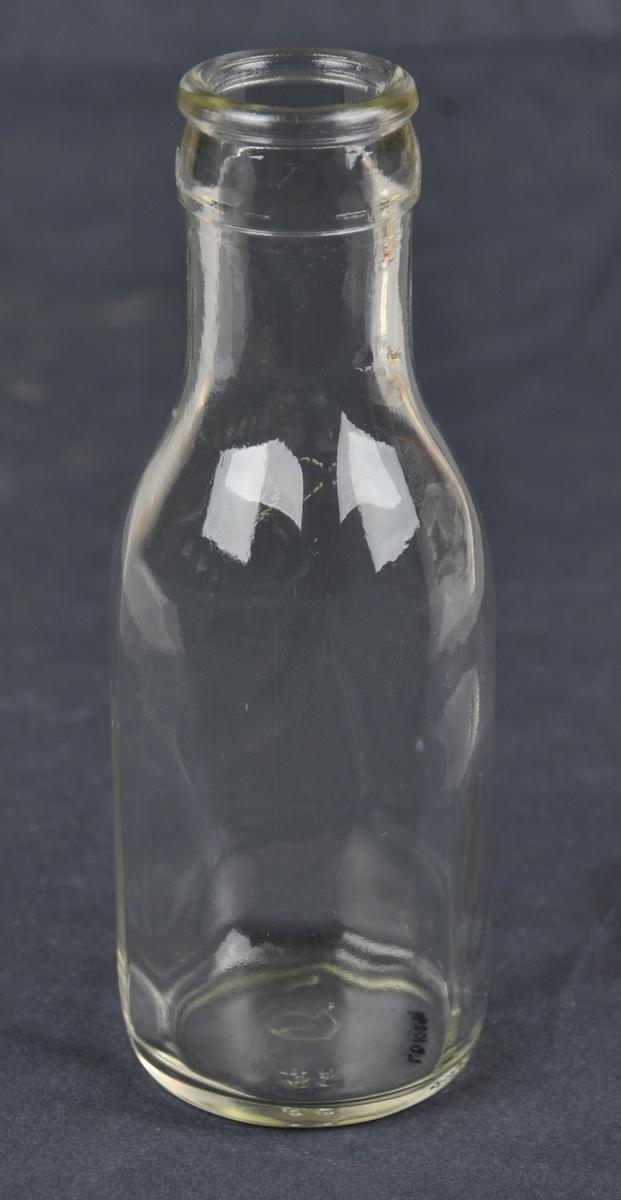 Fire dl mjølkeflaske av klart glas.