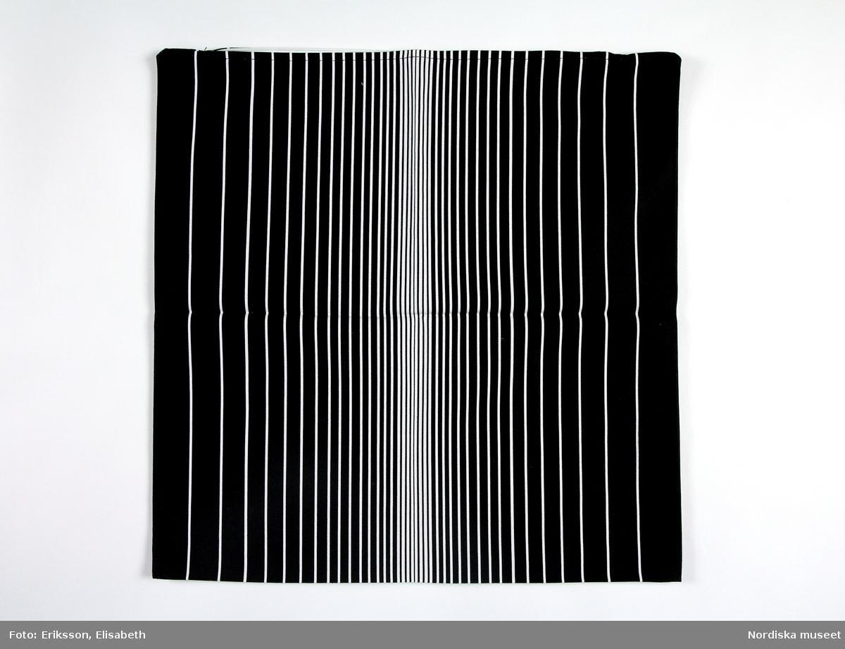 Örngott, med mönster Avbilda, tryckta randningar i olika bredd i svart på vit botten,
