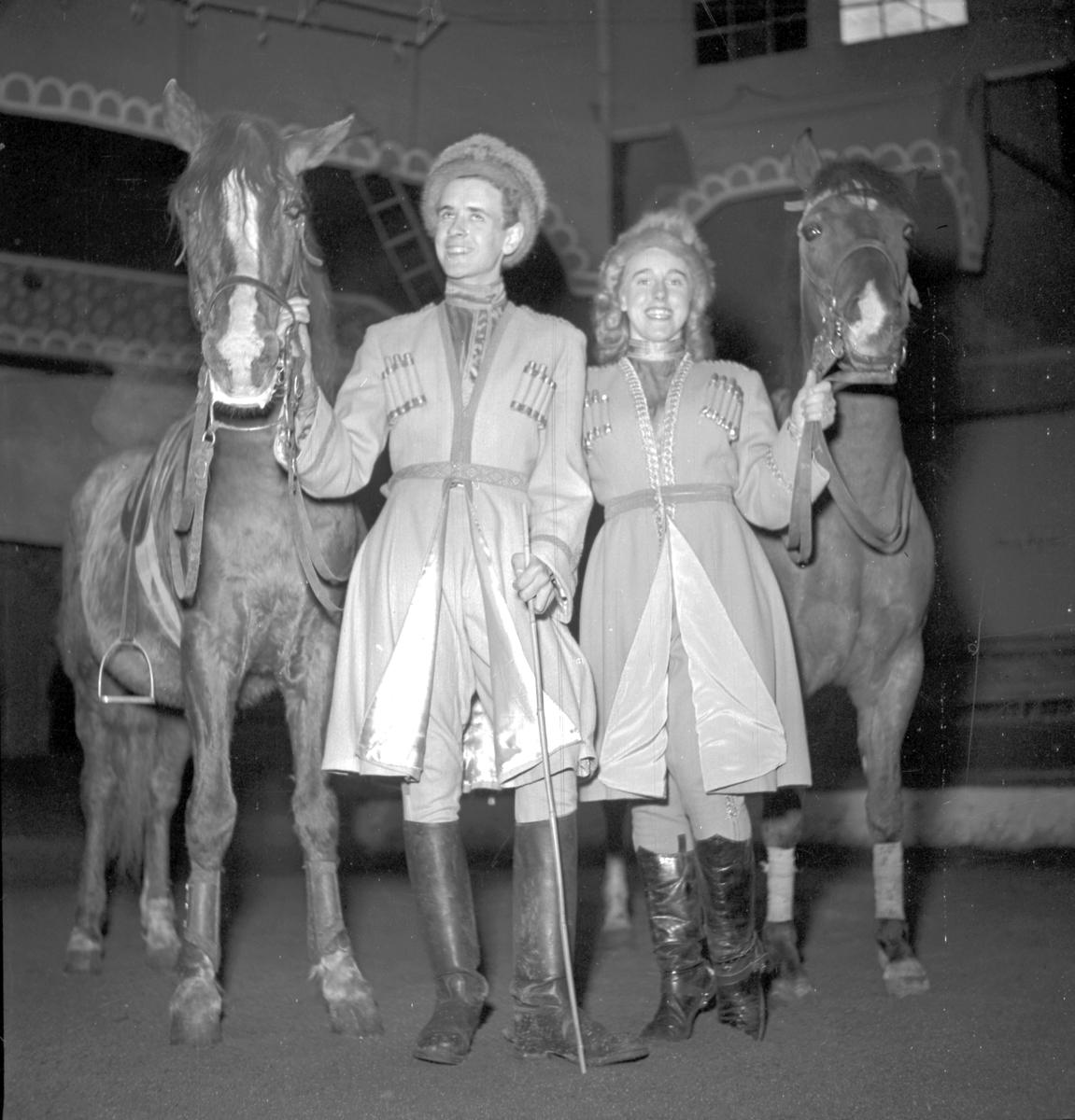 Furuvik Folkdanslaget Furuviks Ungdomslag och Barnkabarén blev Furuviksbarnen. Cirkusbyggnaden Teater-cirkus med ca 600 platser, uppförd 1940 Furuviksbarnen tränar inför turnén