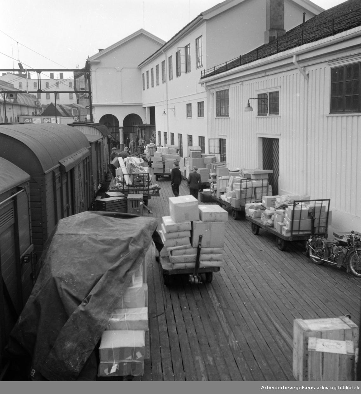 Østbanestasjonen. Godsekspedering. Oktober 1958