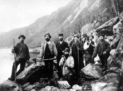 Et arbeidslag i Tresfjord i Romsdal, 1904