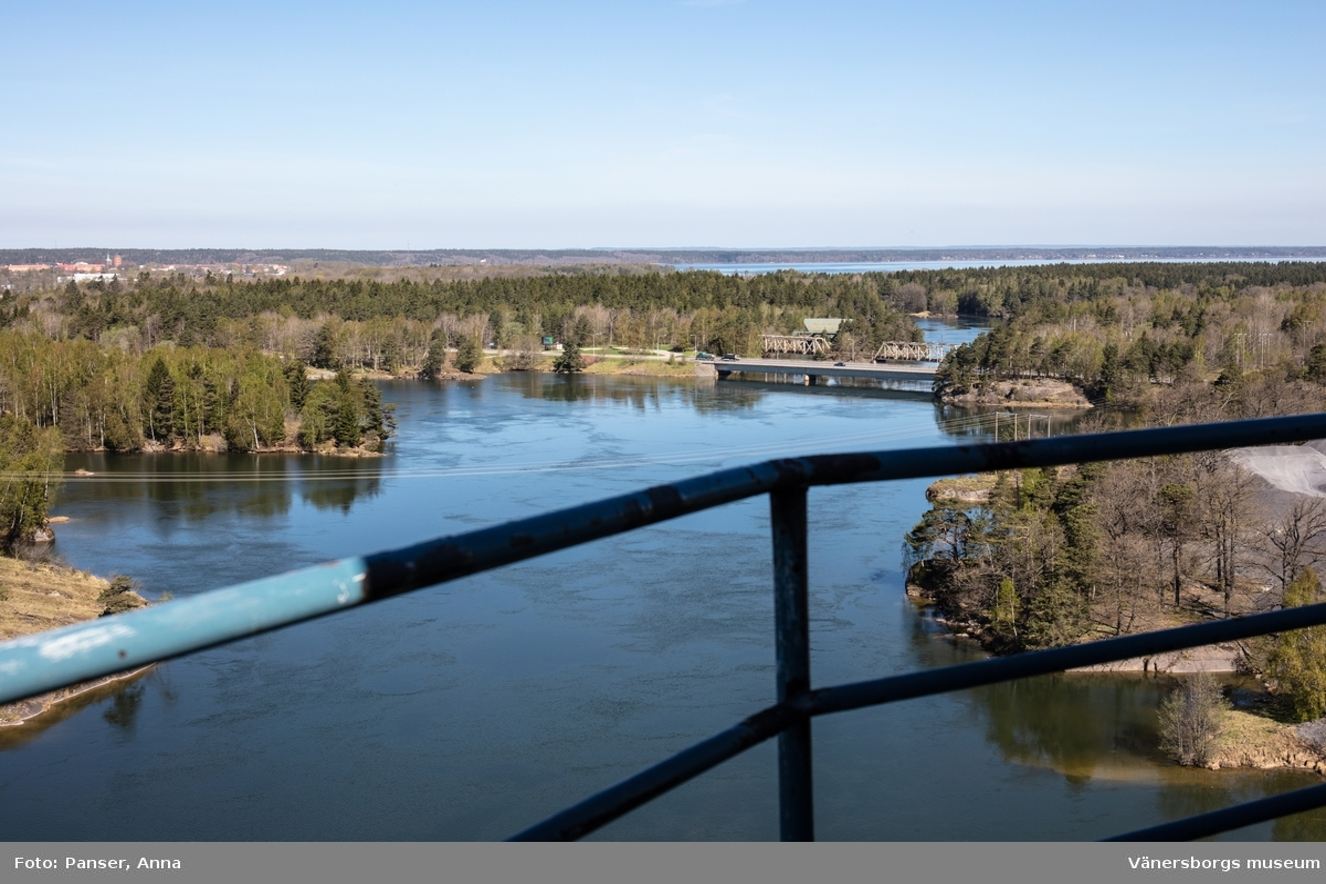 Vargön Alloys AB, utsikt från smältverkets skorsten. Broar över Göta älv