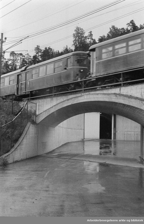 Maridalen: Jernbaneundergangen ved renseanlegget for Maridalsvannet. Juni 1976