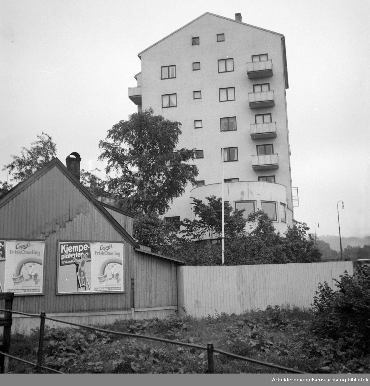 "St. Halvards gate, eller ""Galgebergbakken"", juni 1952. Schweigaards gate 96 i bakgrunnen."