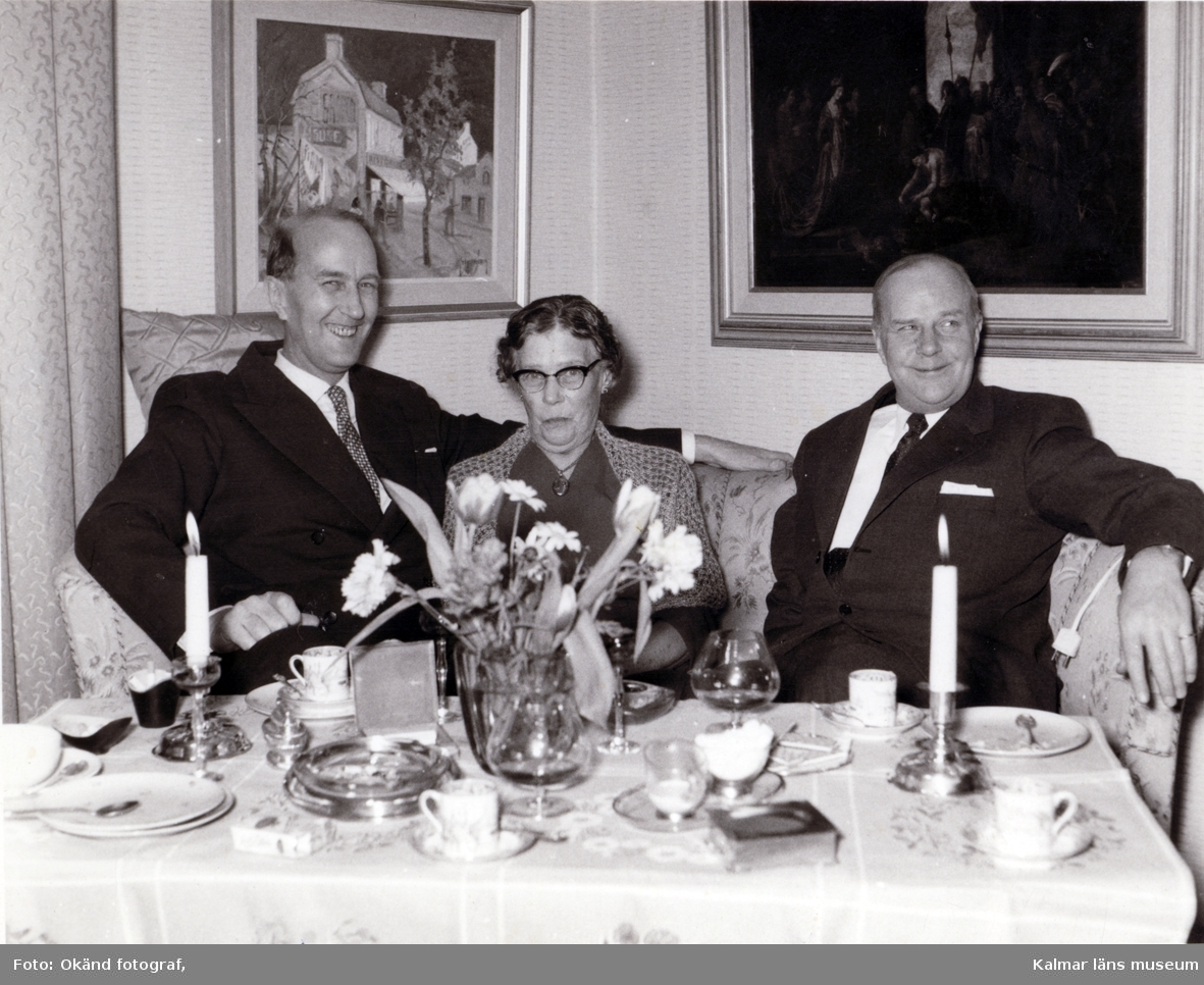 Knut och Gösta le Grand med okänd dam mellan sig.