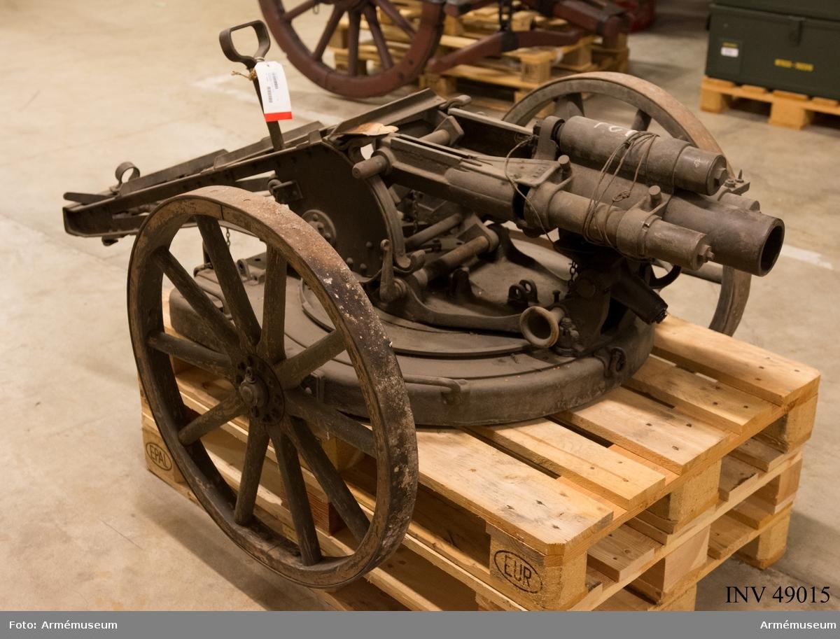 Grupp E X b. 7,5 cm granatkastare med flackbanelavett, Tyskland. I lavett på hjul.