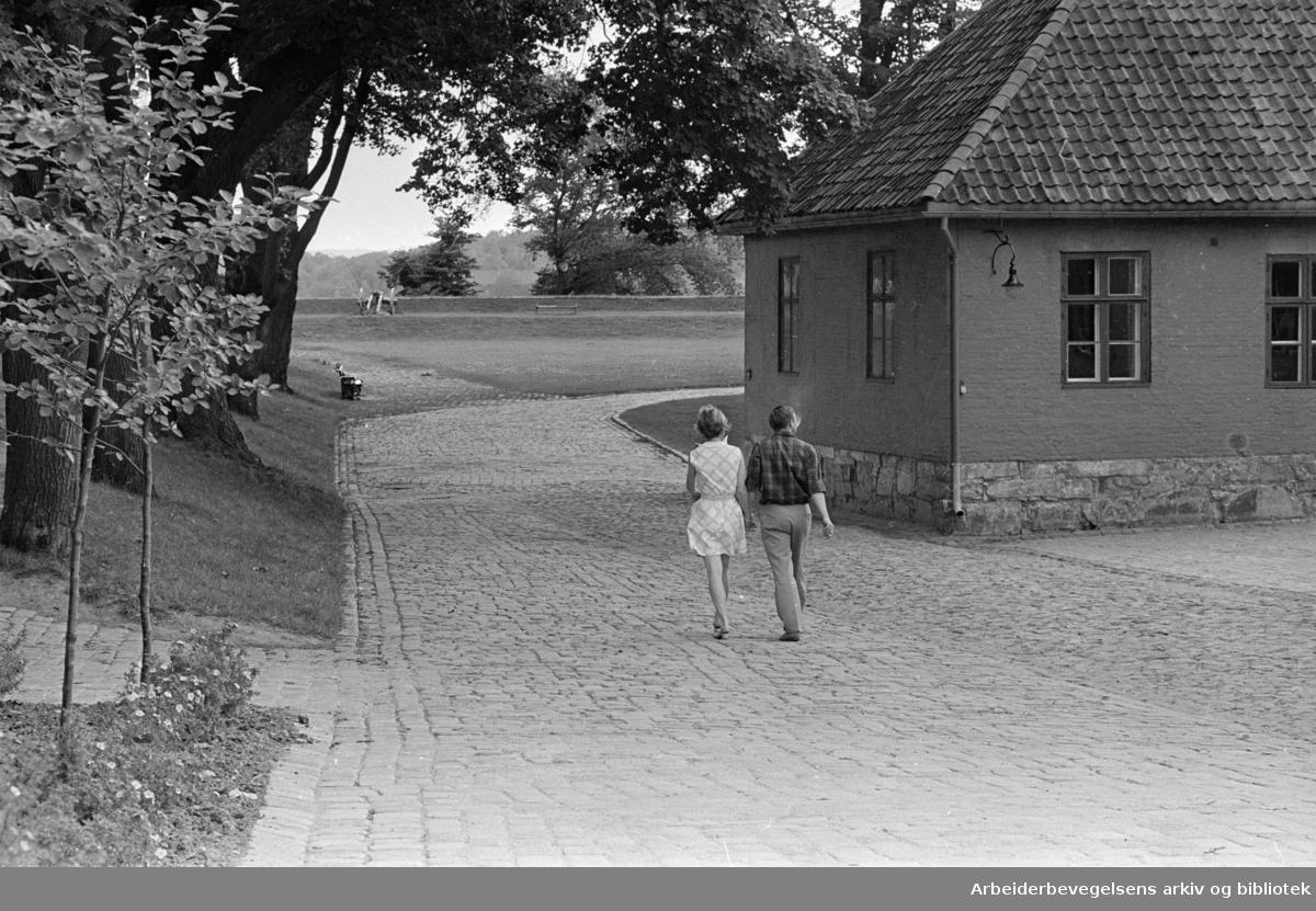 Akershus Festning. Perle av en gammel bydel som må få pulserende liv. Juli 1969.