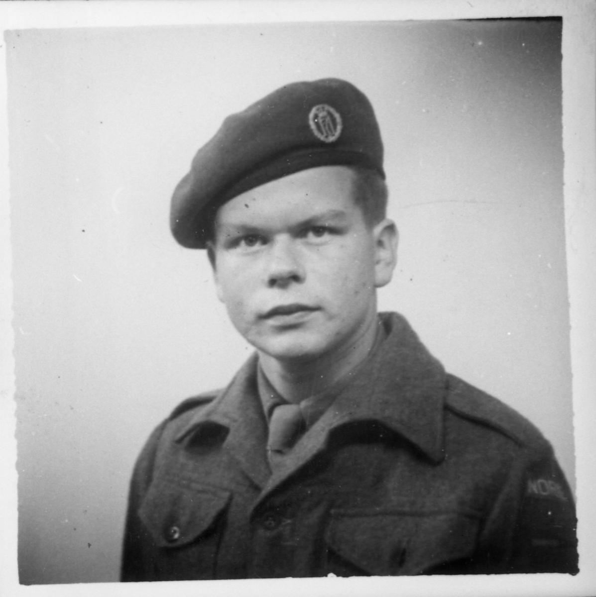 Avfotografert portrett av en soldat. Antatt Arne Lundhagebakken.
