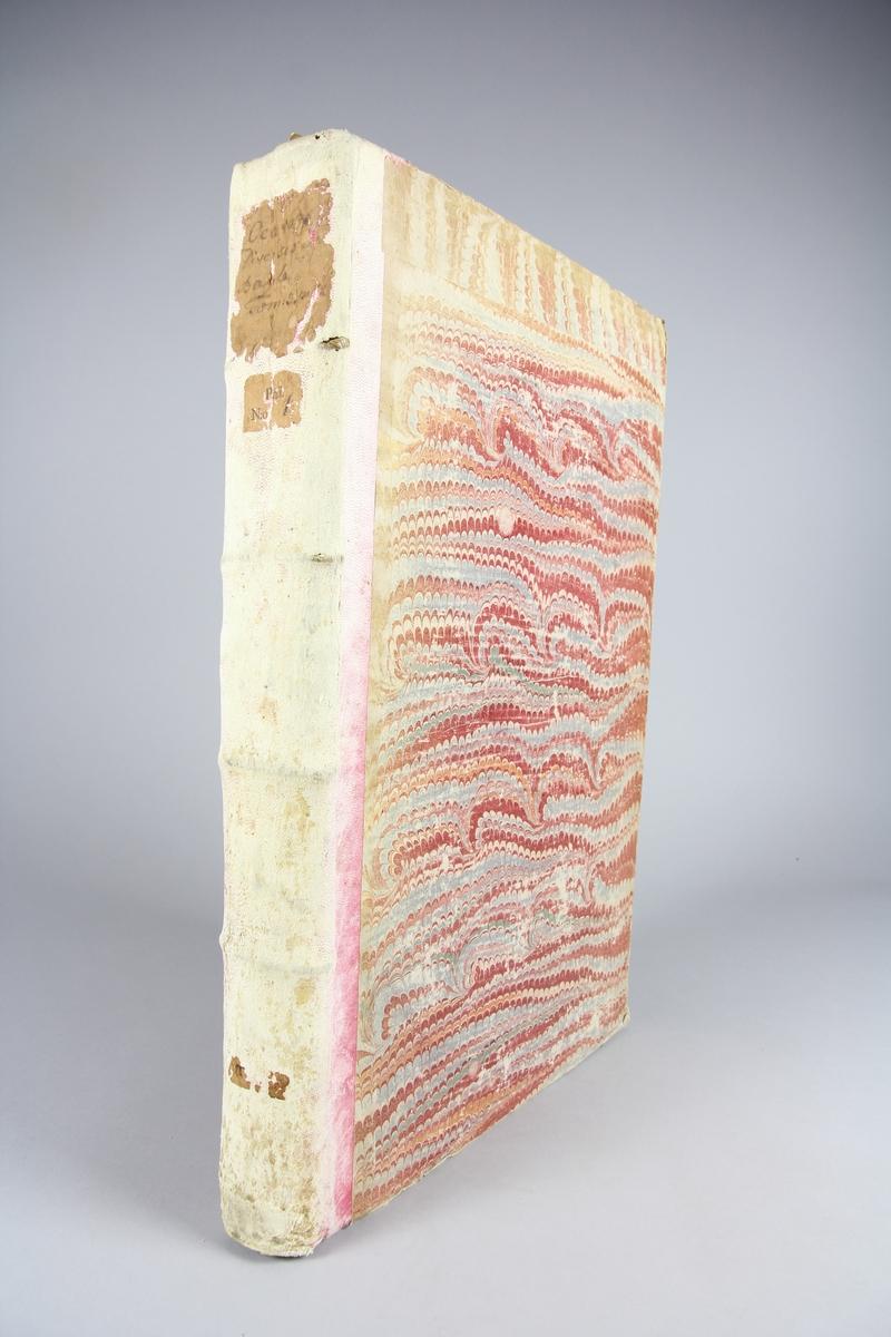"""Bok, """"Oeuvres diverses"""" del 3. Rygg av skinn i i sex upphöjda bind, pärmar av marmorerat papper. Etiketter med titel och samlingsnummer. Oskuret snitt."""