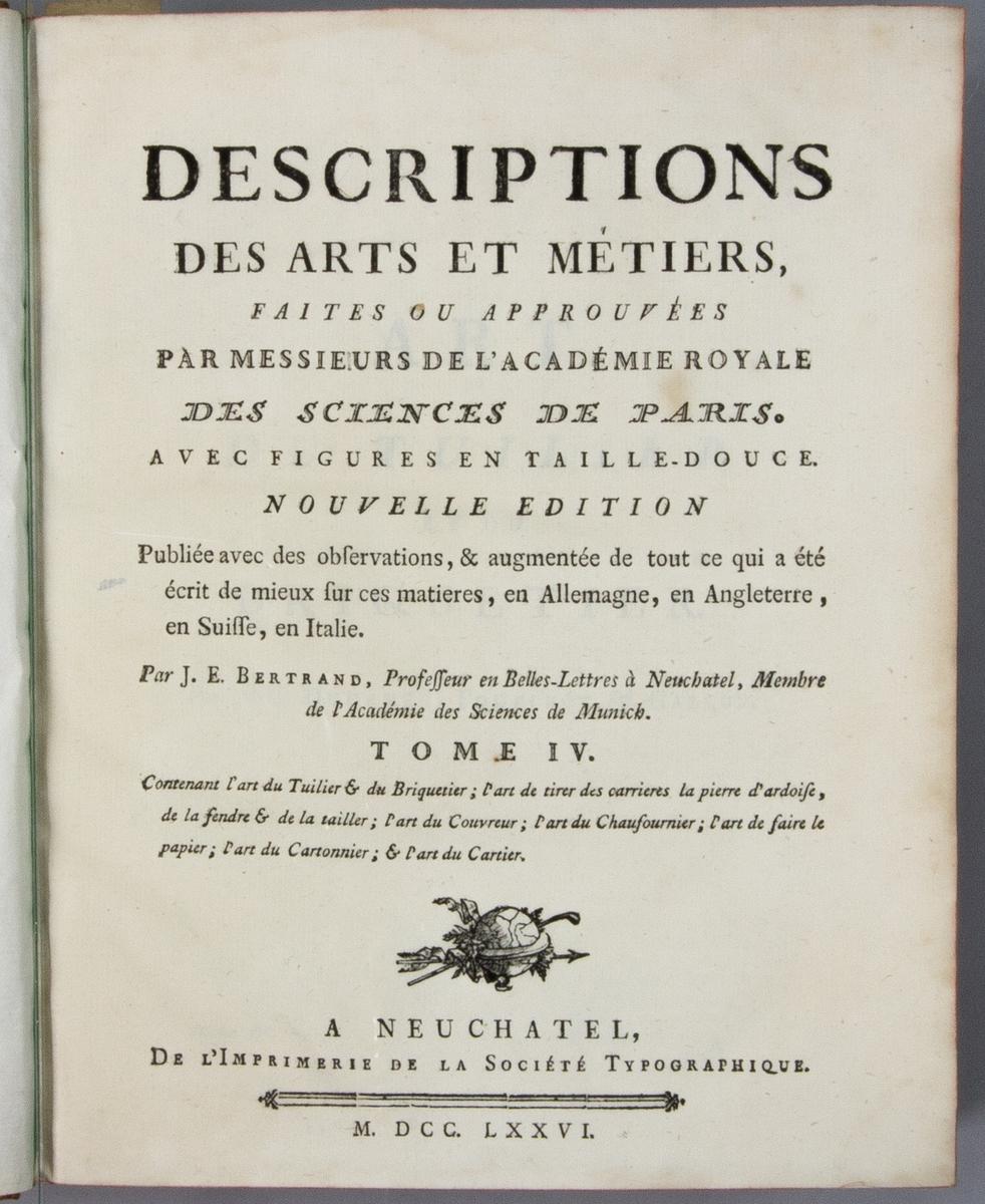 """Bok, helfranskt band """"Descriptions des arts et métiers"""" ny upplaga, vol. IV, med planscher, utgiven av J.E. Bertrand och tryckt i Neuchatel 1776.   Bandet med blindpressad och guldornerad rygg, titelfält med blindpressad titel och ett mörkare fält med volymens nummer. Pärmens insida klädd med marmorerat papper. Med rött snitt. Påklistrad etikett märkt med bläck """"No 3."""""""