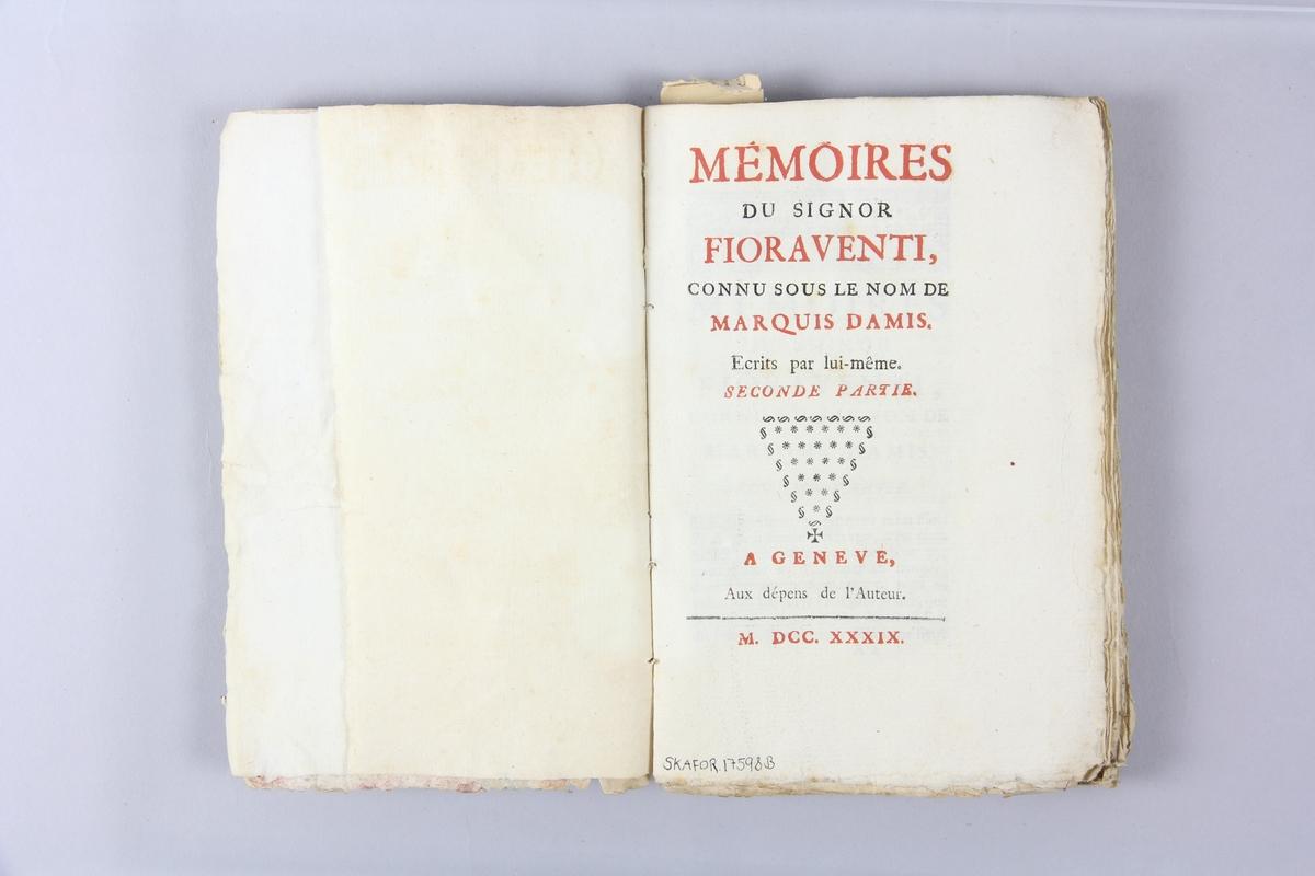 """Bok, häftad,""""Mémoires du signor Fioraventi, connu sur le nom de marquis Damis"""", del 2, tryckt 1739 i Geneve. Pärm av marmorerat papper, oskuret snitt. På ryggen pappersetikett med volymens namn och samlingsnummer. Ryggen blekt och skadad."""