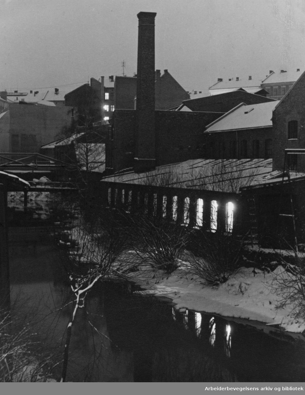 Akerselva sett fra Møllerveien. Desember 1949