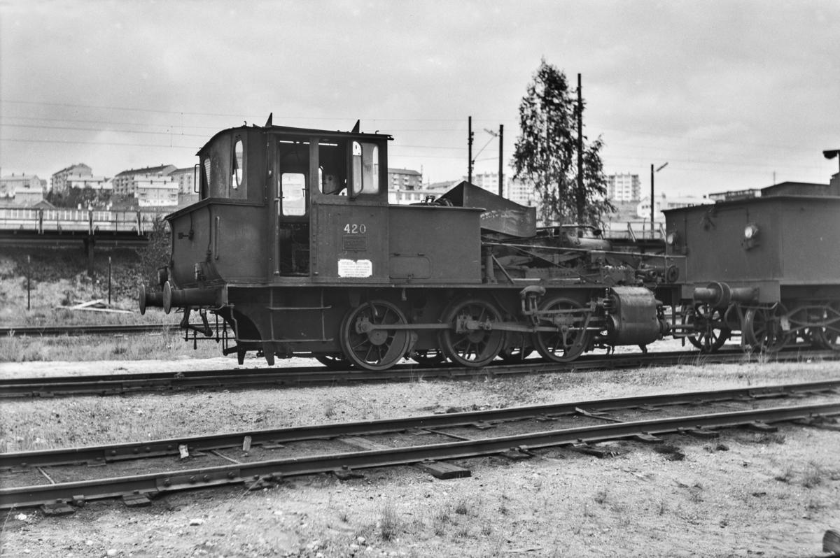 Damplokomotiv type 25d nr. 420 på Grorud verksted. Kjelen er tatt ut for revisjon.
