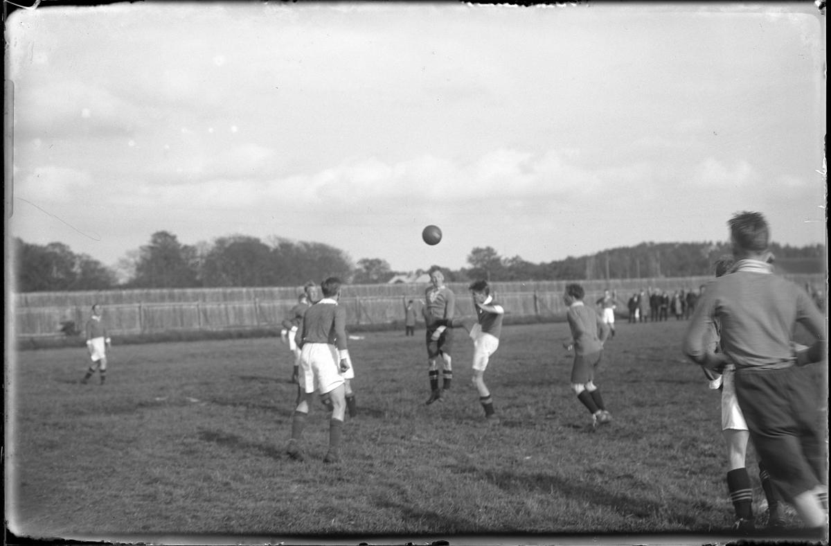 Fotbollsmatch mellan Trollhättan och AIF.