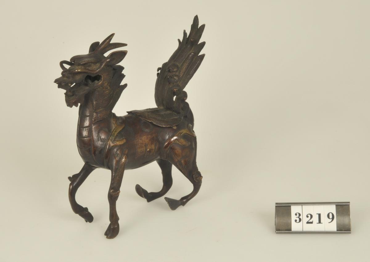 """Föreställande en häst. Under svansen """"gömställe"""".  Har tillhört de Adelsköldska samlingarna."""