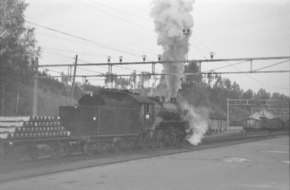 Damplokomotiv type 31b nr. 401 på Hønefoss stasjon.