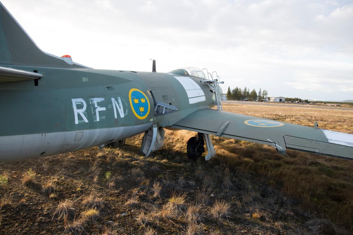 Fpl-nr: 41, 32611. Flygplan J 32B Lansen. Det överfördes sedan till Svensk Flygtjänst och civilregistrerades, SE-DCM, 1968. 32611 godkändes 1960 och tjänstgjorde på F4.
