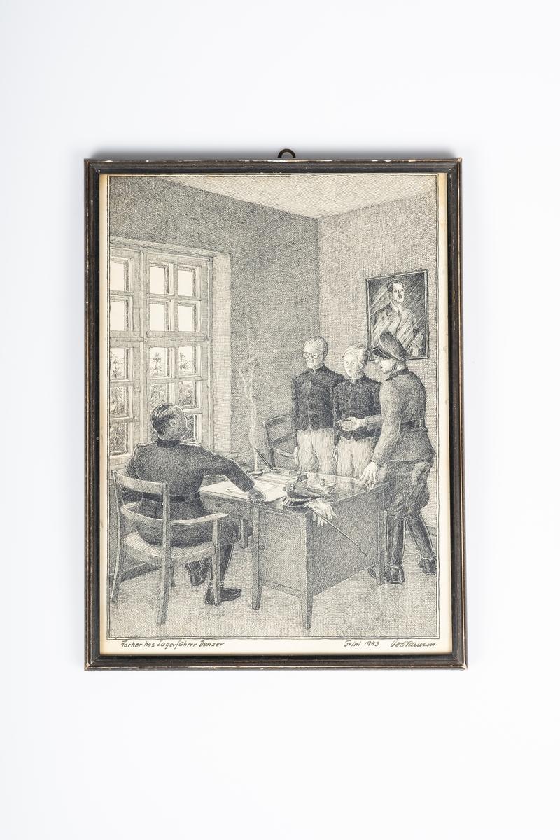 Tegningen viser 4 mannsfigurer i et rom/kontor. Det er to tyske vakter og to fanger. Den ene vakten sitter bak skrivebordet mens den andre står ved fangene. Fangene står foran skrivebordet og blir forhørt av vaktene. Bak fangene på veggen henger et bilde av Adolf Hitler.