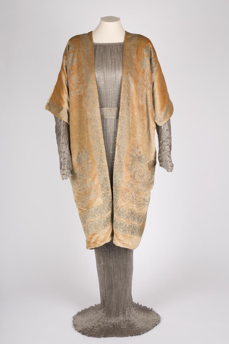 "Mariano Fortuny, ""Delphos"" med jakke"