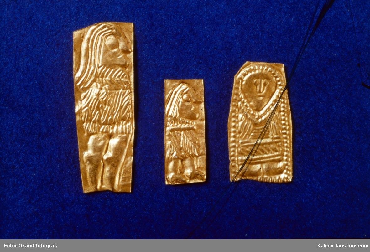Figurbleck av guld från 400-700 efter kristus, påträffade i Eketorp II.