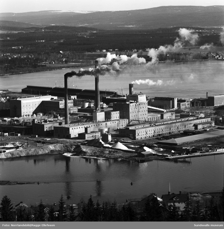 En serie bilder tagna från Skönviksberget norrut med bland annat fabrikerna i Östrand, Vivstavarv och Fagervik.