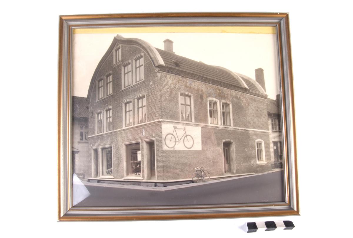 Jonas Øglænds første sykkelfabrikk som lå i Langgata i Sandnes.