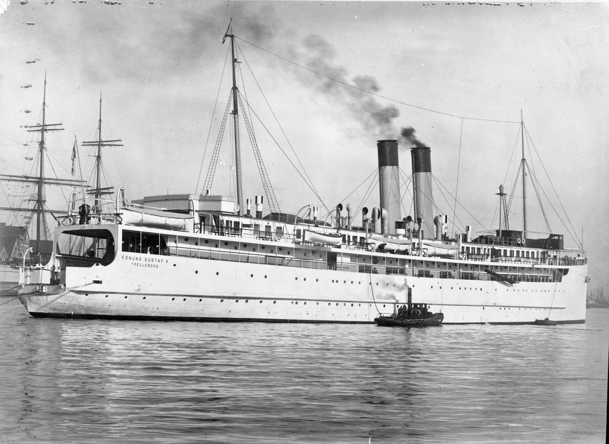 """s/s """"Konung Gustaf V"""" Byggd 1910 på Lindholmens varv i Göteborg. Upphuggen 1968 Tafikerade rutten Trelleborg - Travemünde."""