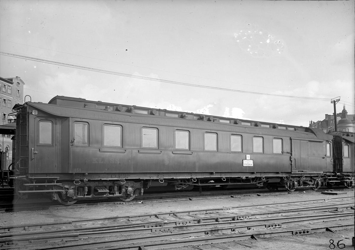 Statens Järnvägar, SJ CFo2 1858. Vagn byggd i Arlöv 1909.