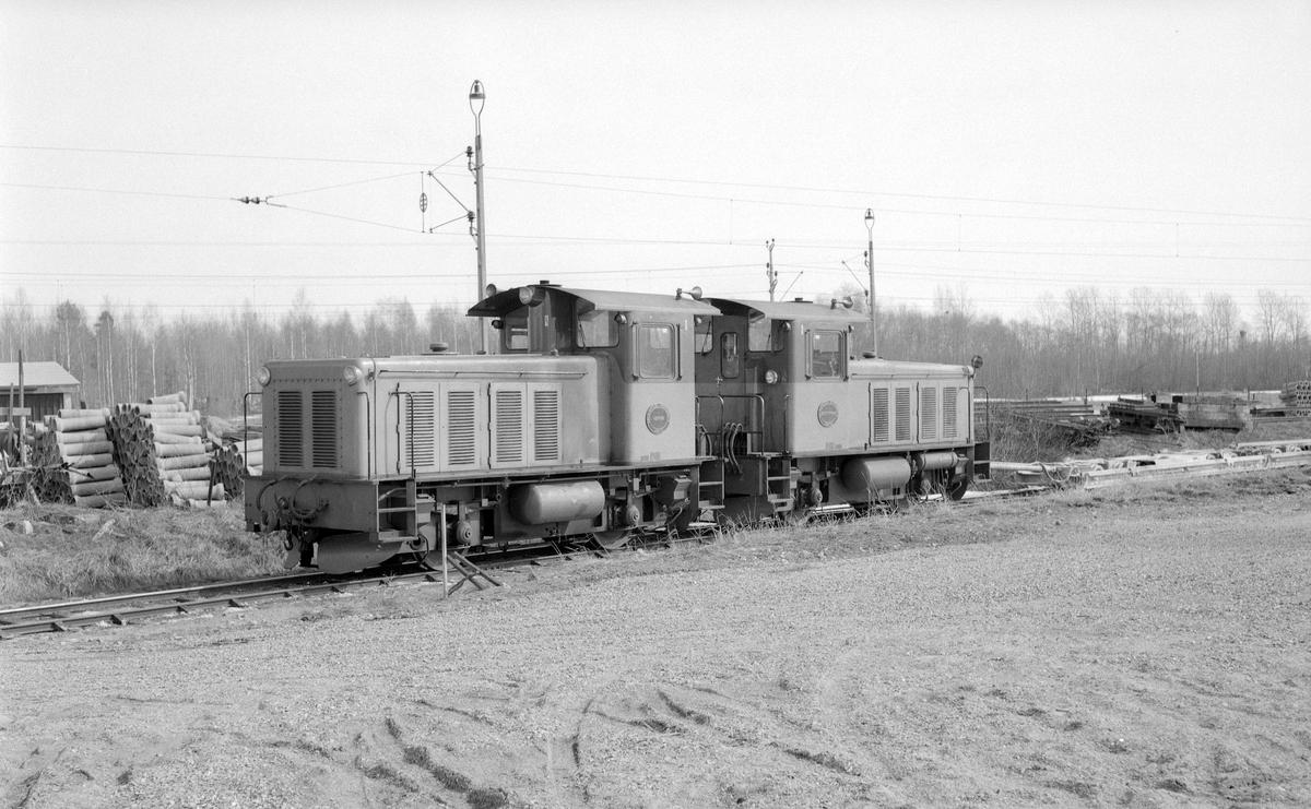 """Dala - Ockelbo - Norrsundets Järnväg, DONJ diesellok 1 """"Åbron"""" och 2 """"Brattfors"""". Multippelkopplade."""