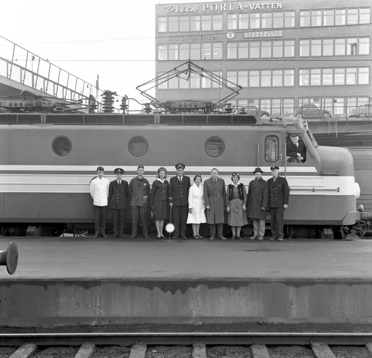 Iordningställande av servicen ombord, tåg- och lekpersonal. Statens Järnvägar SJ Ra-lok.