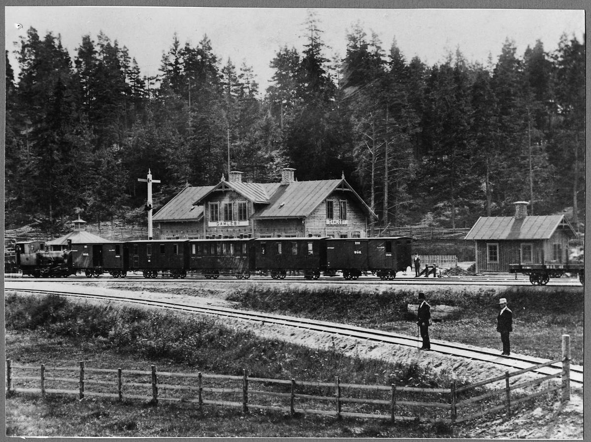 """Persontåg vid Gamleby station. Ånglok WÅB lok 2 """"Westerwik"""", Westervik-Åtvidaberg-Bersbo järnväg."""