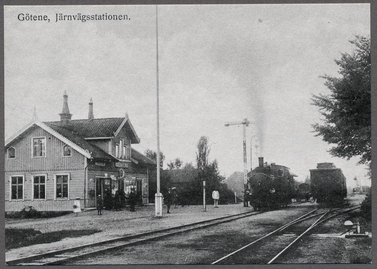 Götene station med tåg mot Mariestad.