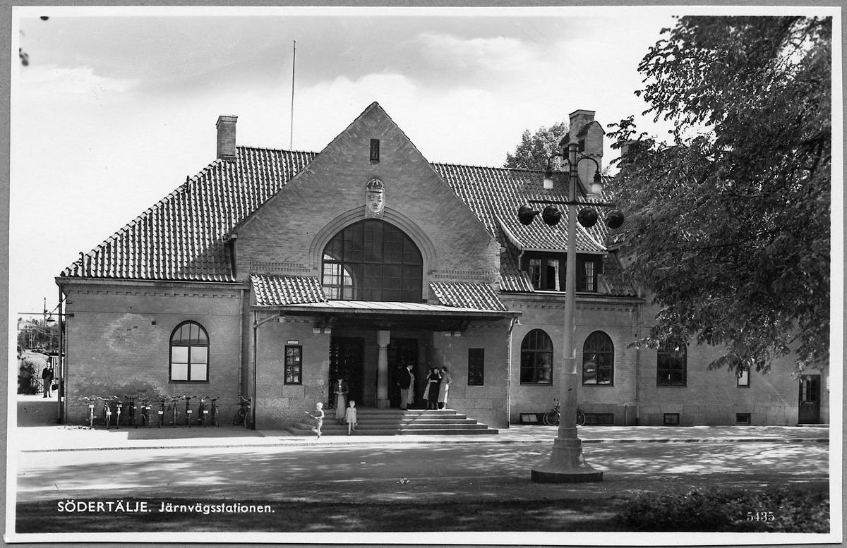 Södertälje stationshus från gatusidan.