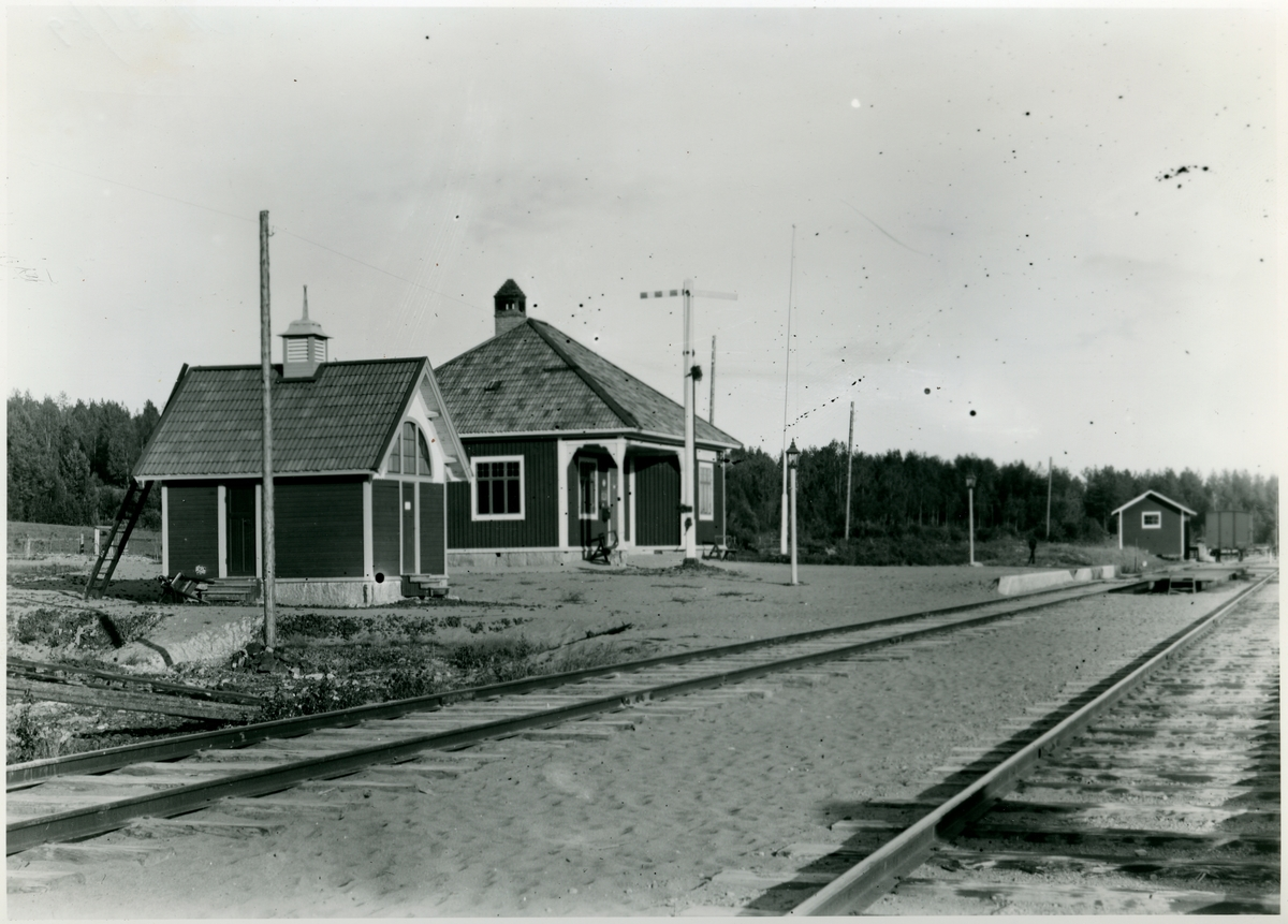 Hållplats anlagd 1904. Envånings stationshus i trä. Nedlagd 1960.