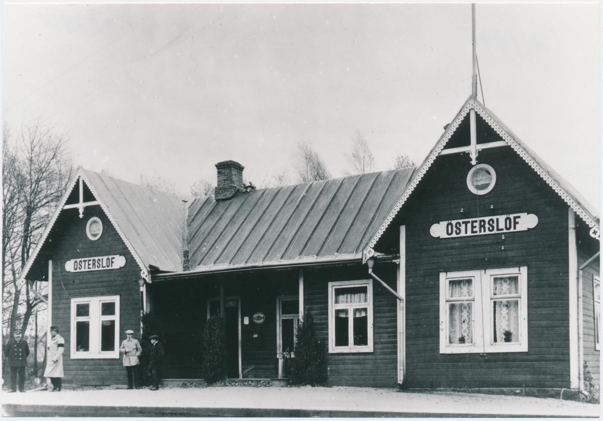 Österlövs station. Kristianstad-Immelns Järnväg, KIJ. Öppnad 1885. Övergick 1906 till Kristianstad-Hässleholms Järnväg,CHJ. Gick över till Statens Järnvägar, SJ 1944. Persontrafiken nedlagd 1969 och godstrafiken 1975. Banan uppriven 1992.