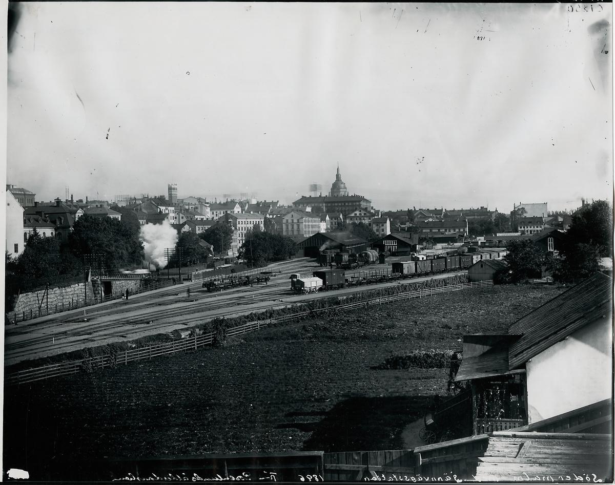 Södra järnvägsstationen från Rosenlunds ålderdomshem norrut 1896.