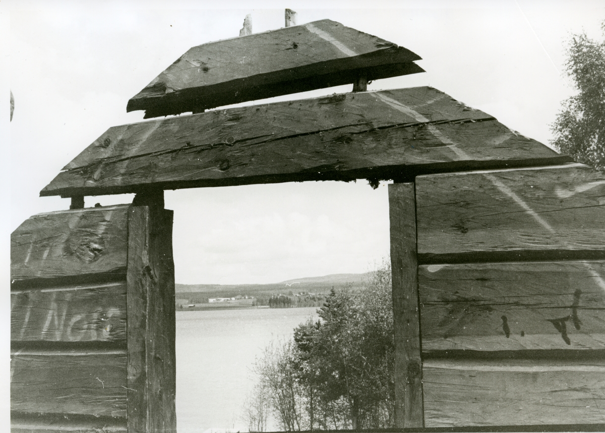 Banvaktstugan Hosäter på linjen mellan Bollnäs och Arbrå. Nedmontering före flytt till Järnvägsmuseet i Gävle.