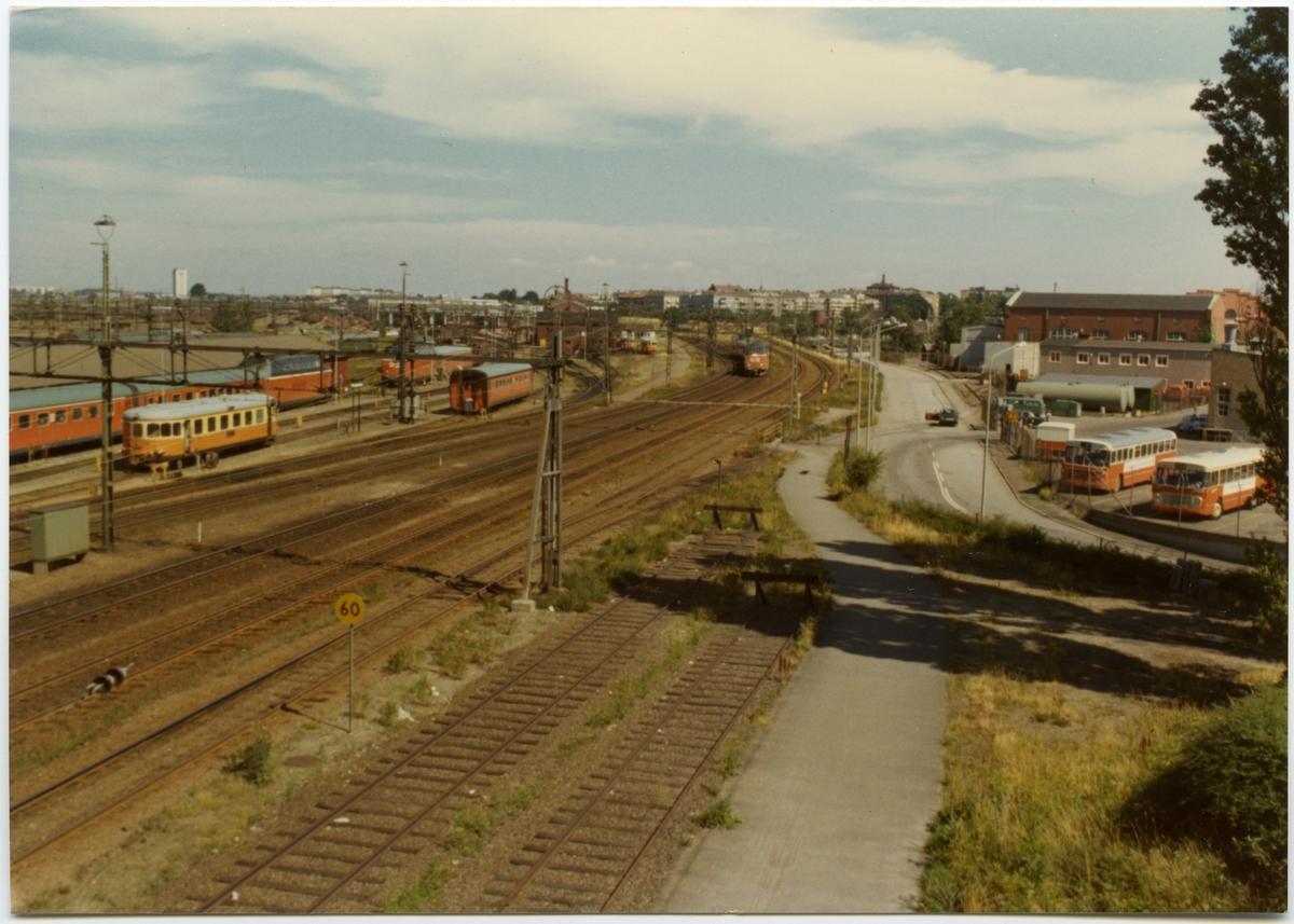 Malmö bangård med statens järnvägars motorvagnståg SJ Y3 och motorvagn SJ Y6.