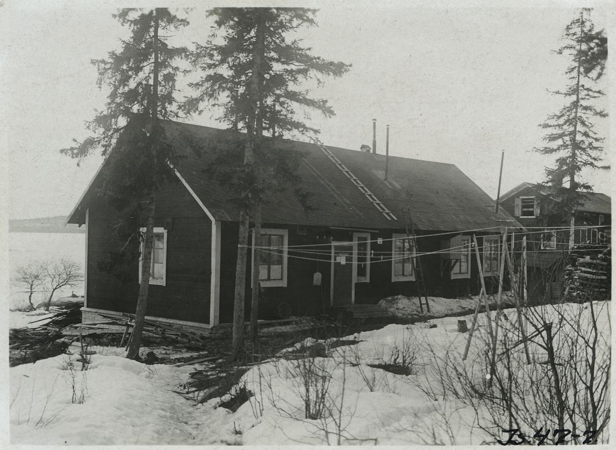 Provisoriska byggnader under Inlandsbanans byggnadstid. Bad och tvättstuga.